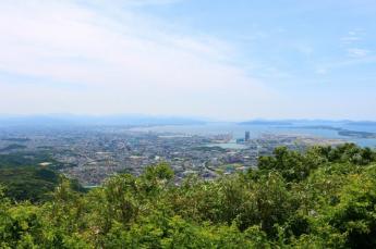후쿠오카 시내와 겐카이나다를 둘러볼 수 있는 다치바나 산…